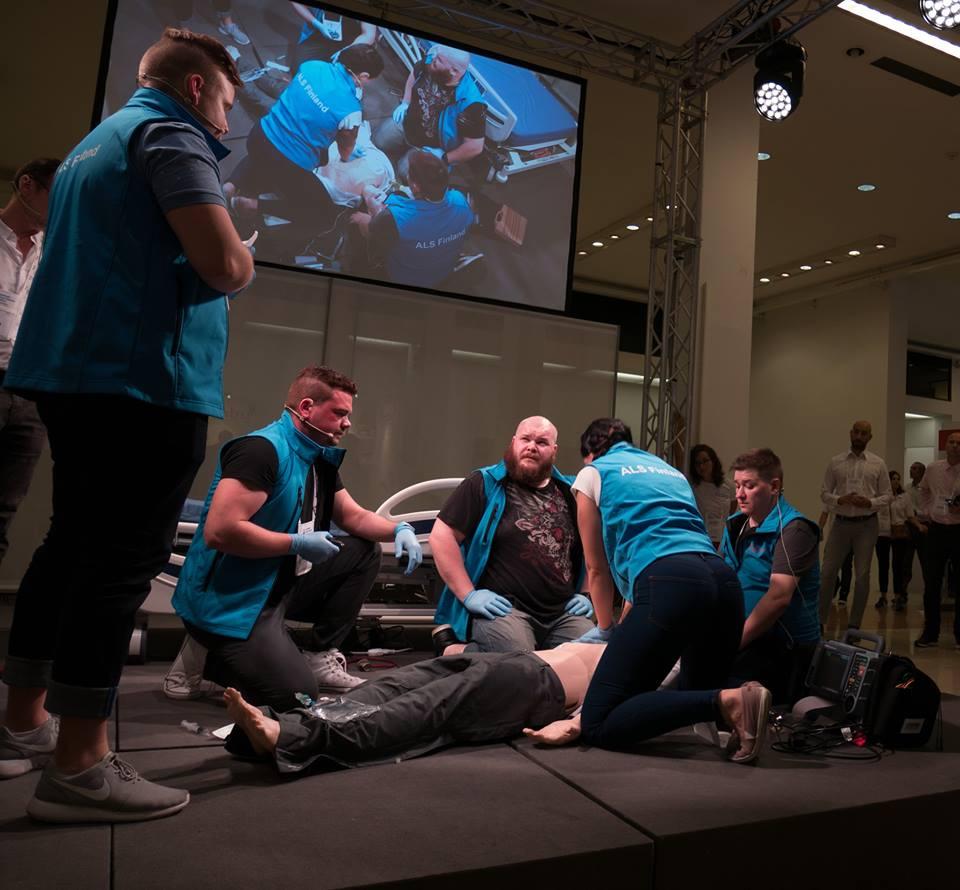 Päijät-Hämeen hyvinvointiyhtymän ensihoitokeskuksen joukkue edusti upealla tavalla Suomea vuonna 2018 ERC:n kilpailussa. Kuva kilpailusuorituksesta Bolognasta, Italiasta.